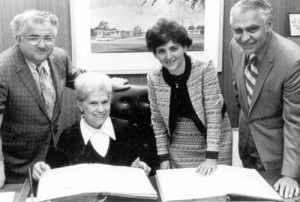 Donation of the B'nai B'rith Lodge #197 records to the Dallas Jewish Archives on May 22, 1972. Pictured: Harold Rubin and Stanley Kaufman , with Ruth Kahn (seated) and Ginger Jacobs.